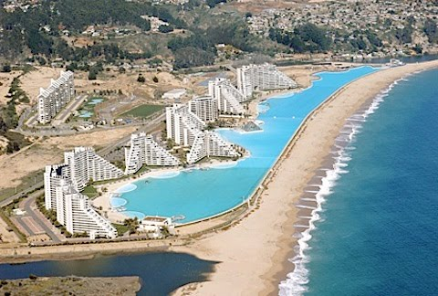 The largest in the world of swimming from the green grass for Piscina u de chile