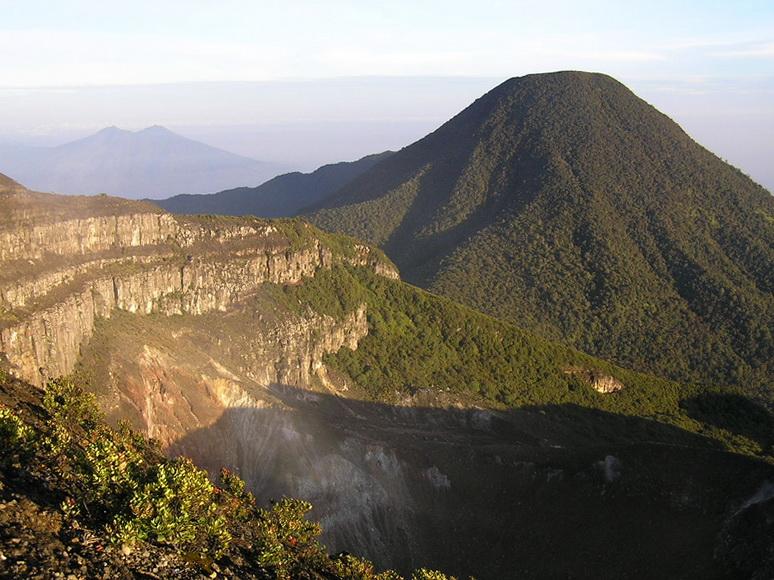 Cerita Mistis Manusia Kerdil Di Gunung Gede Pangrango