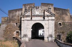 Puerta del Calvario, en la muralla de Olivenza