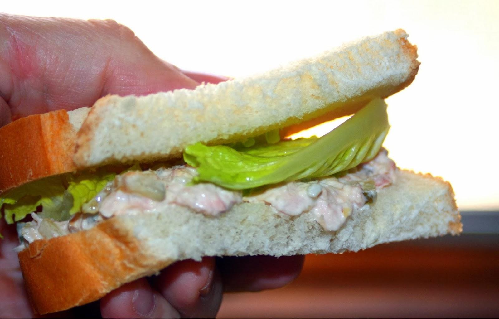 Forsythkid tuna salad sandwiches and nutrition for Tuna fish salad calories