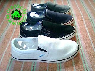 Sepatu Sneaker Model Slip On