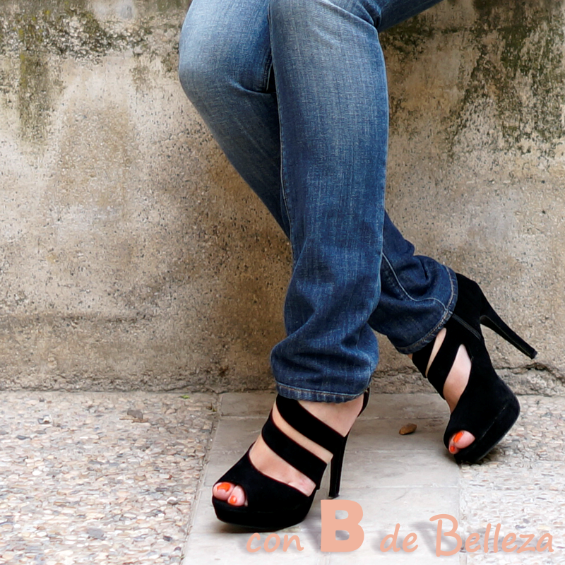 Sandalias con tiras diagonales