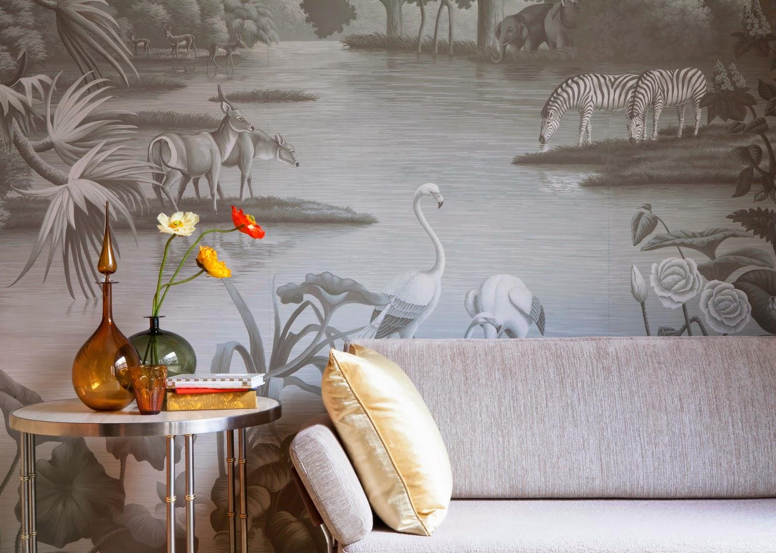 Houses gardens people glamorous de gournay for Cadre mural design
