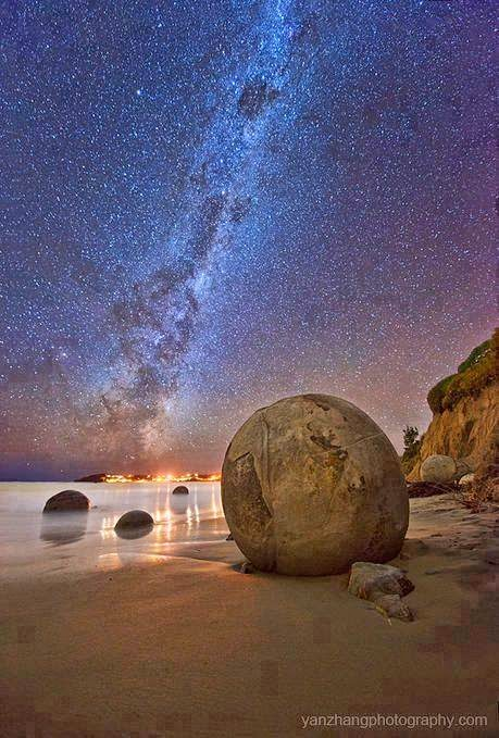 moeraki boulders, new zealand, milky way