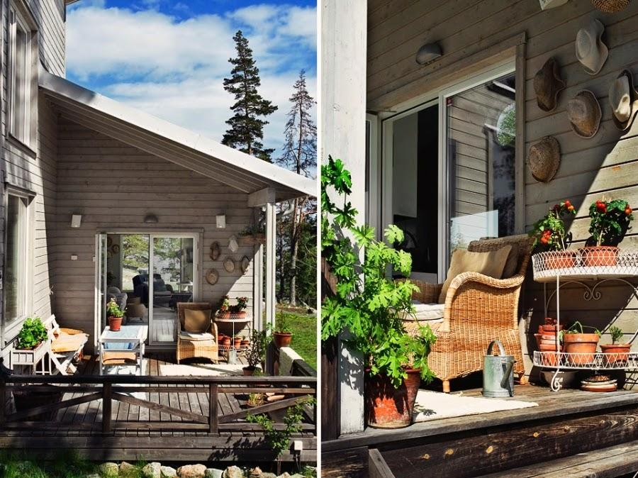 domek letni, domek letniskowy, dom nad wodą, wnętrza, weranda, taras, fotel ratanowy, fotel wiklinowy