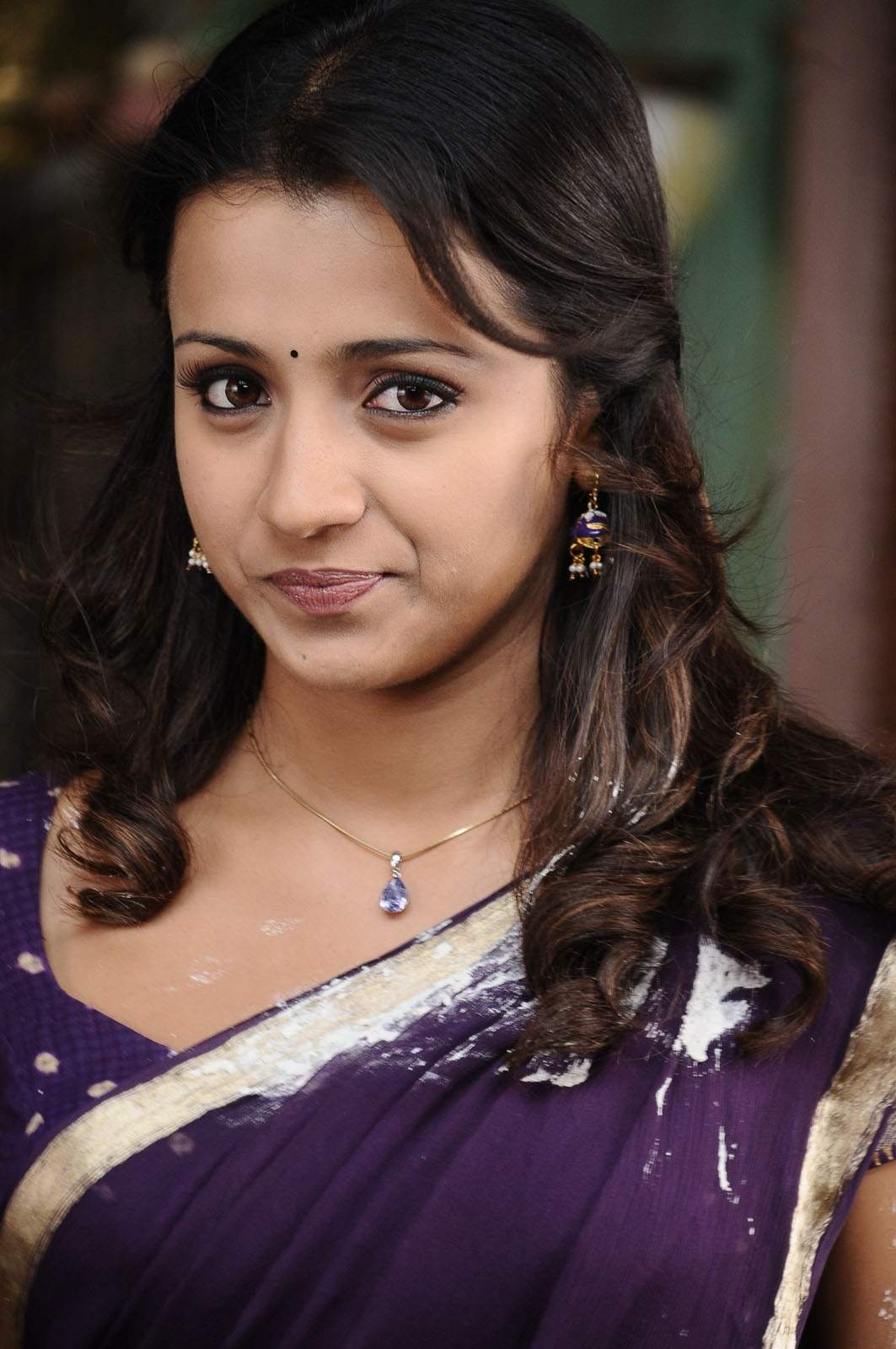 http://4.bp.blogspot.com/-Uh6bZP5B8as/T4kL0unlc7I/AAAAAAAAGbQ/YWOwTnCb1CM/s1600/tollywood-actress-trisha-krishnan-in-saree-high-quality-wallpaper-photos_123actressphotosgallery.com_0.jpg