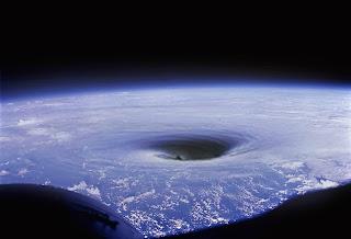 Que es la teoria de la tierra hueca