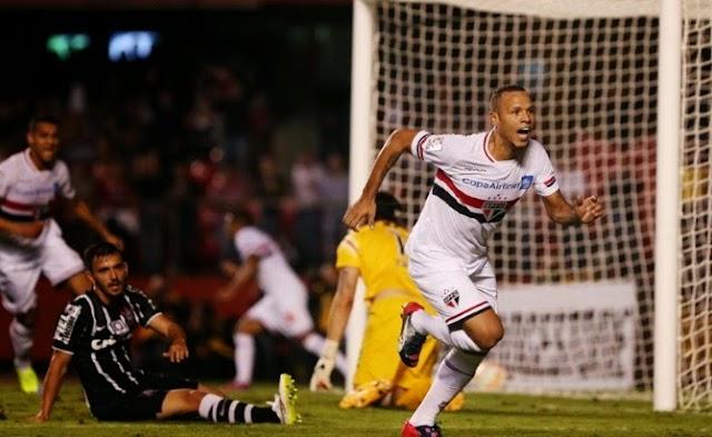 Com total domínio sobre o rival, Tricolor avança na Libertadores ao som de rock n' roll
