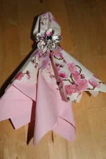 dobrar lenços de papel mesa de convidados festa de casamento