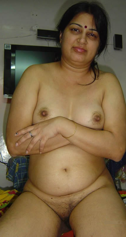Big booty indian aunty nude