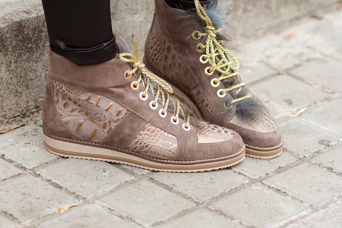 Sneakers de cuero grabado marrón y dorado de Joaquim Ferrer