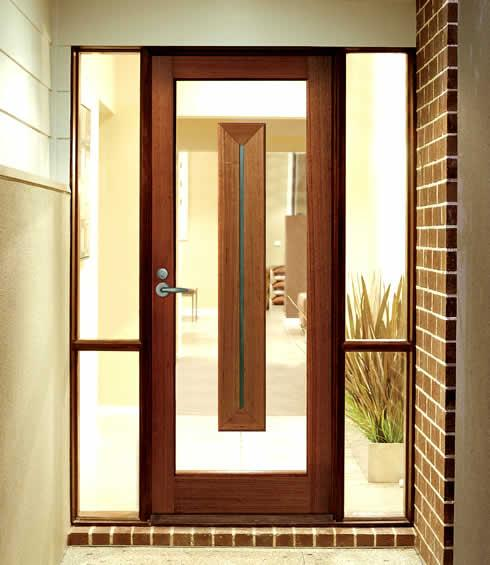 входные двери в коттедж с окном