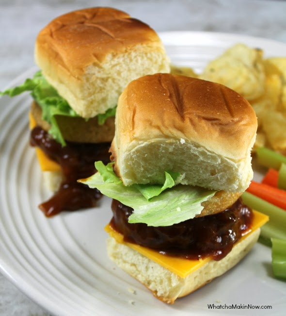 Whiskey BBQ Sliders - Quick and easy meal! Burgers, BBQ sauce, Whiskey ...