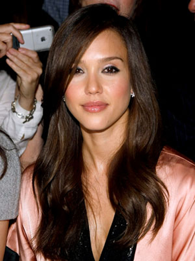 A heavy, side bang and deeply swept-over part add a sultry edge to Jessica Alba's lengthy hairstyle.