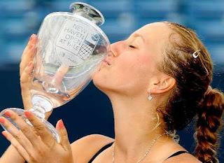 TENIS-Kvitova consigue el New Haven