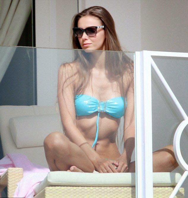 The gorgeous lady was spotted hanging out by herself on her Cannes hotel balcony on Thursday, May 22, 2014.