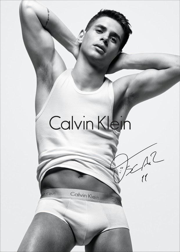 Oscar Emboaba mostra seu lado sensual para a campanha da Calvin Klein Foto: Daniel Jackson