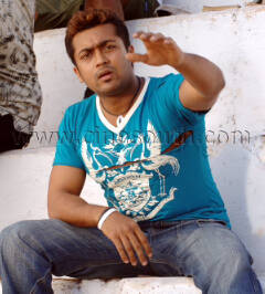 Surya in 'Jillunu oru Kathal' Movie 1