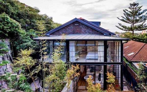 es que a nosotros nos parece algo increble y ms teniendo en cuenta el entorno en el que se encuentra esta preciosa casa con fachada de cristal