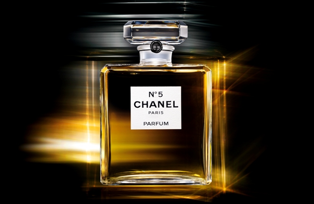 diorable style chanel n 5 story of an icon. Black Bedroom Furniture Sets. Home Design Ideas