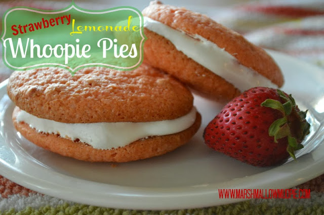 strawberry lemonade whoopie pies