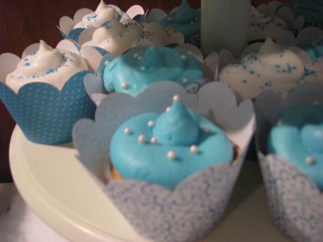 white buttercream lemon cupcakes blue buttercream banana