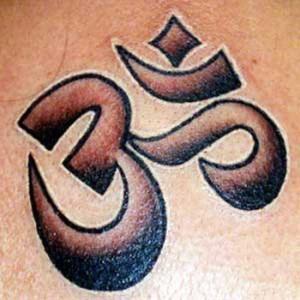 bodypainting and tattoos hindu religious symbol om tattoo. Black Bedroom Furniture Sets. Home Design Ideas