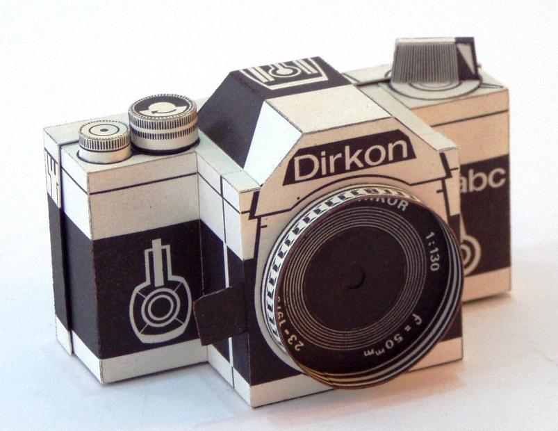 Papercraft imprimible y recortable de una cámara Fotográfica Dirkon. Manualidades a Raudales.