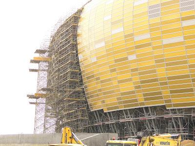 Rusztowania przy elewacji Baltic Arena