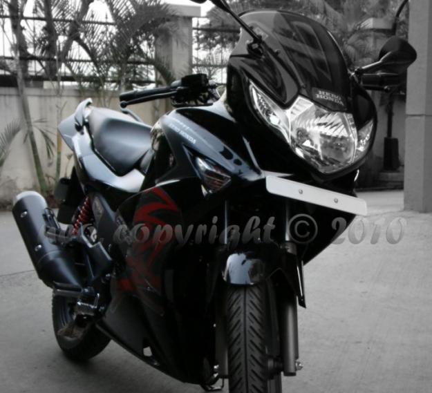 Hero Moto Corp Karizma ZMR: karizma zmr black