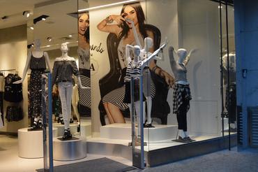 90cc9d380ed O conceito e projeto de arquitetura da loja são inovadores e envolvem  elementos naturais