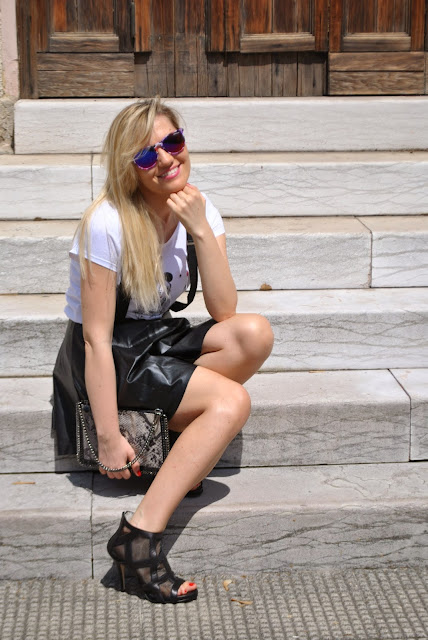 abbinamento bianco e nero white and black outfit fashion bloggers italy fashion blog italiani stella mc cartney falabella danilo di lea shoes scarpe danilo di lea  borsa stampa pitone mariafelicia magno colorblock by felym mariafelicia magno fashion blogger ragazze bionde occhiali da sole excape milano blonde hair blonde girl blondie