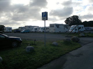 This is a nice place to stay in Kivik. The sea is beyond the Rv:s