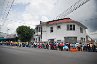 long line around Nicaraguan embassy in San José