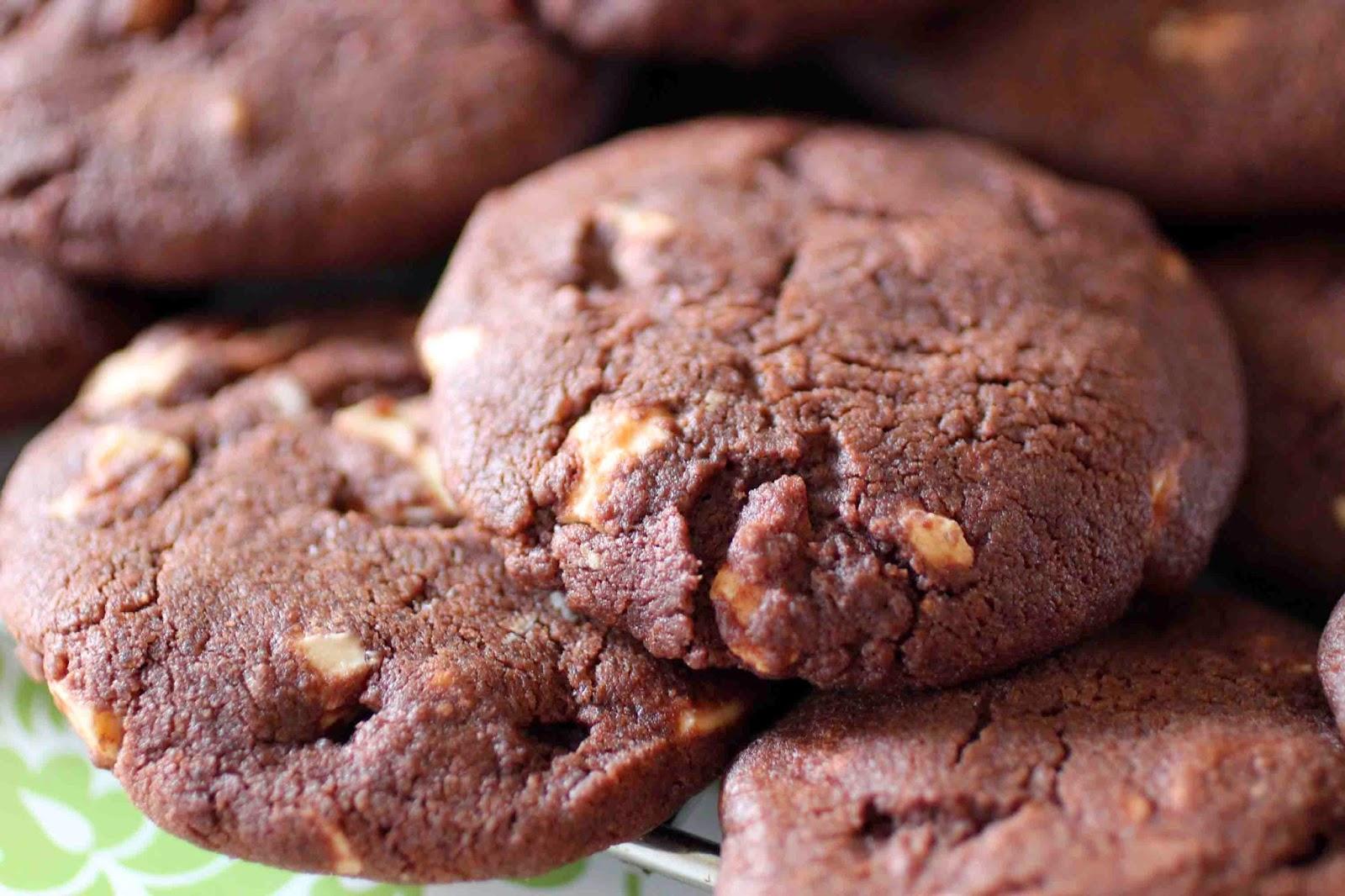 Cookies noirs, pépites blanches