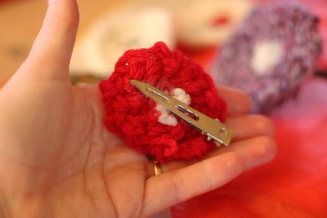 Finger Knitting Flowers : Finger knitting flowers imgkid the image kid