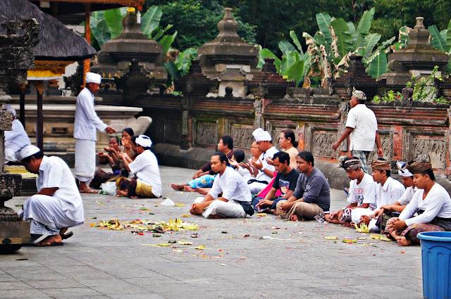 Balineses en Tirta Empul