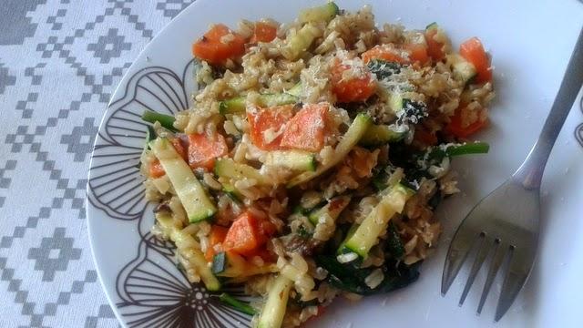 Brązowy ryż z warzywami