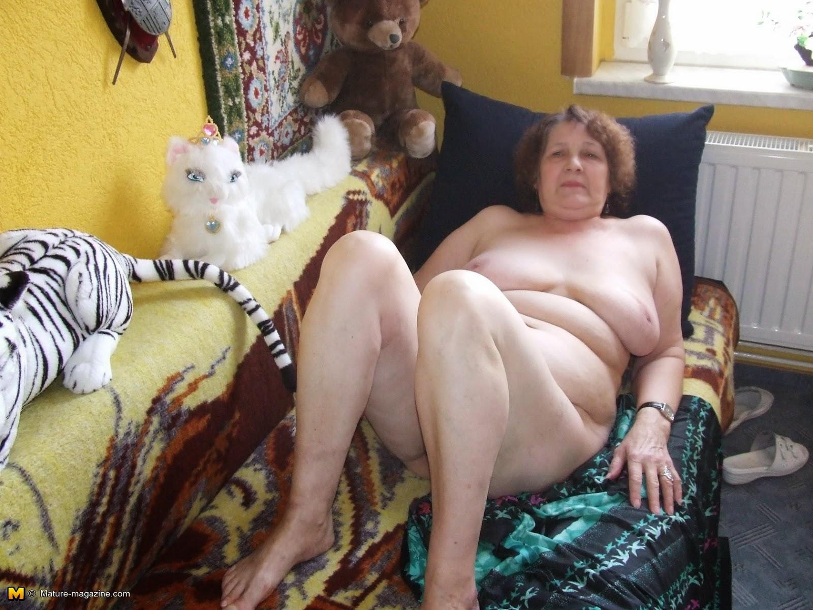 Сидел полу, любительское порно русских старух