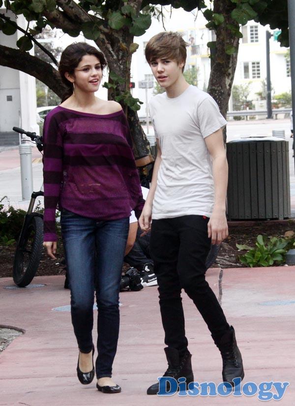 justin bieber with Selena Gomez 2