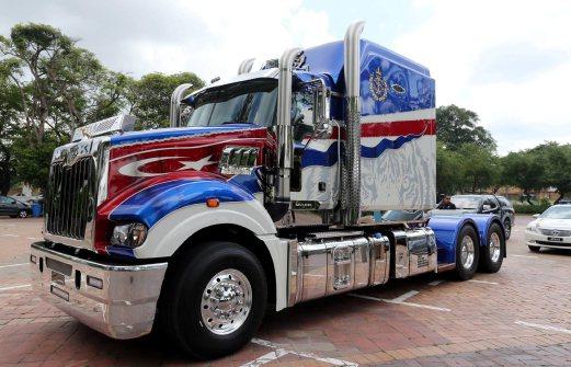 JDT Mack Truck