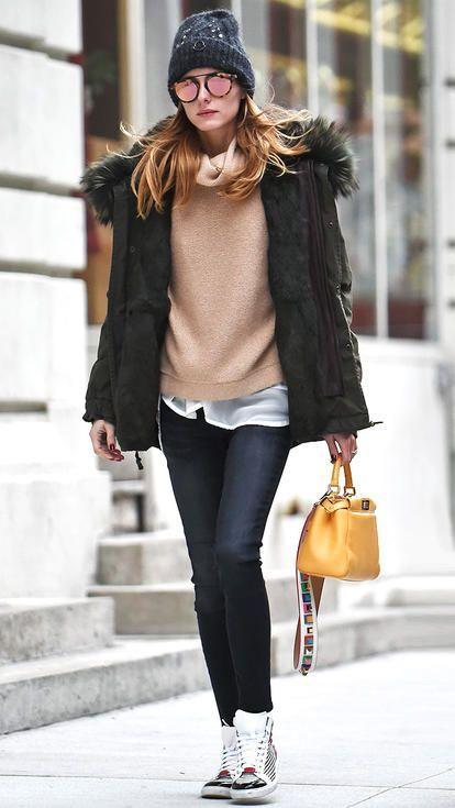 Look do dia - Olívia Palermo, tenis, casaco e oculos espelhados