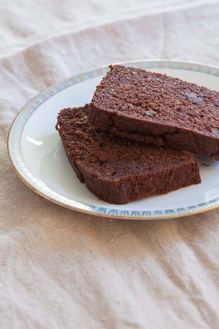 Bezglutenski kolač sa bananama i čokoladom