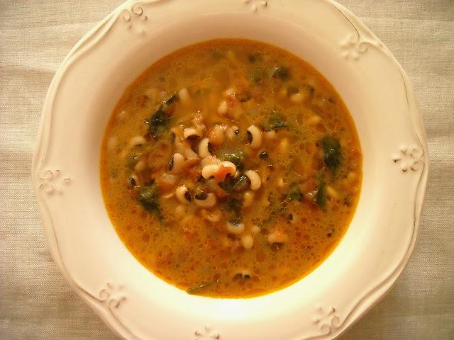 Σούπα με μαυρομάτικα  (Συνταγή από την Σίφνο)