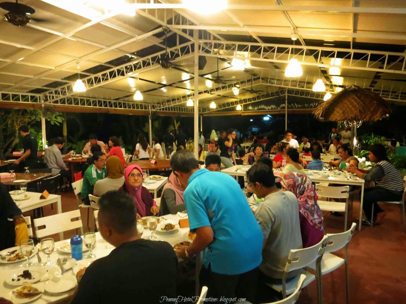 Penang hotel promotions bbq dinner gaya 39 s beachside bar for Food bar rainbow moon