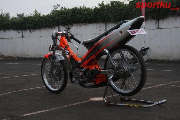 Yamaha F1ZR 2004 Tak Tertandingi di Kelas Drag Bike title=