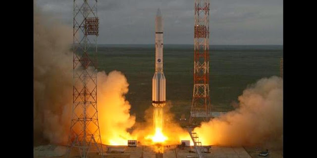 Proton-M rocket launches with MexSat-1 satellite on May 16, 2015. Credit: ILS
