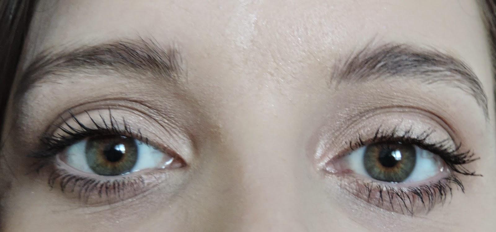 Benefit Roller Lash Mascara Applied