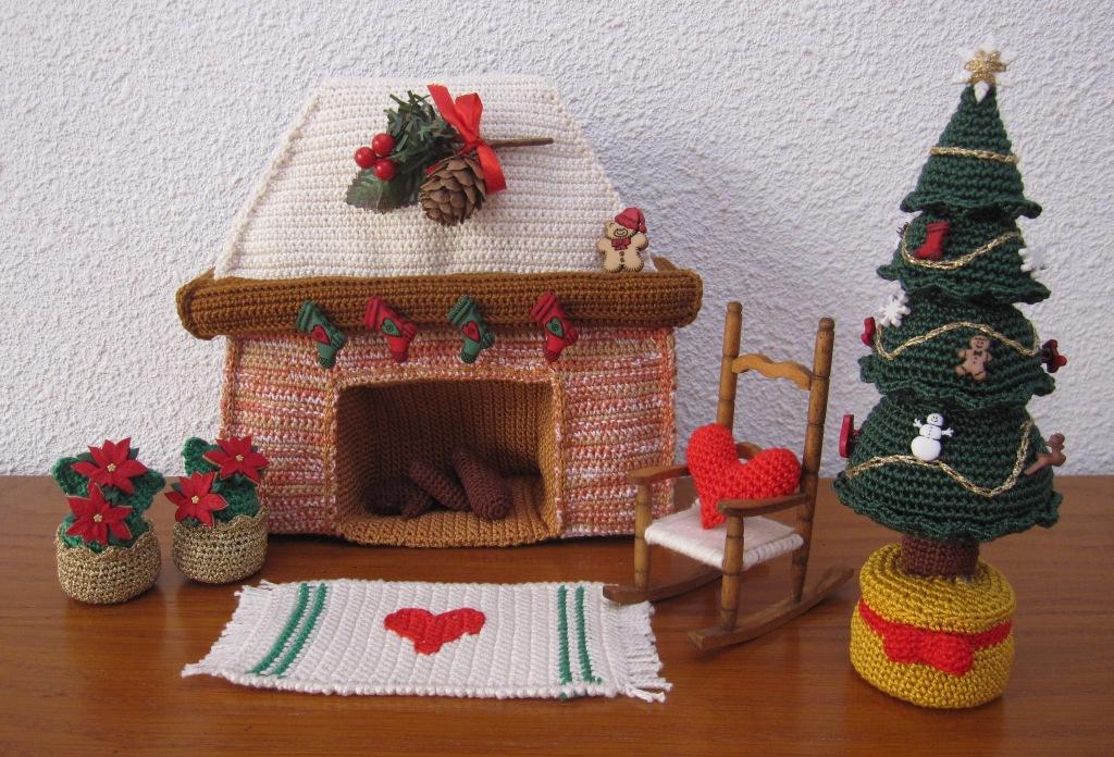 Salón amigurumi con decoración navideña