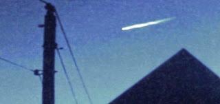 Video Rekaman UFO keluar dari Bola api